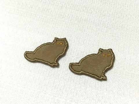 猫の刺繍イヤリング