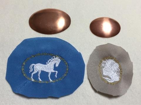 銅板と刺繍