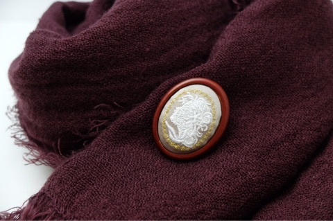 カメオ刺繍ブローチ