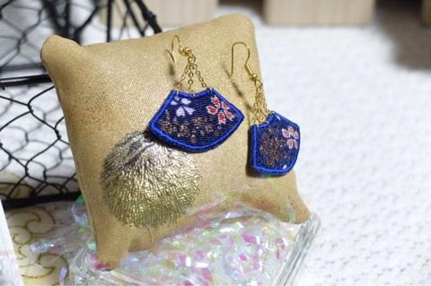 扇子の刺繍イヤリング