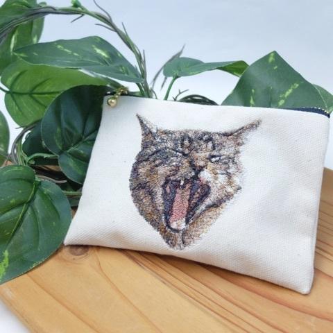 あくび猫のフォト刺繍ポーチ
