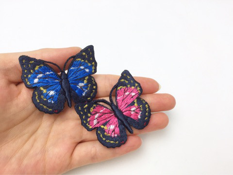 蝶の刺繍ブローチ