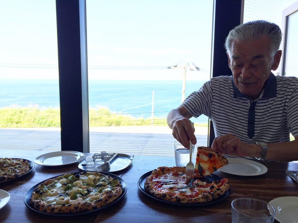 おじいちゃん ピザ