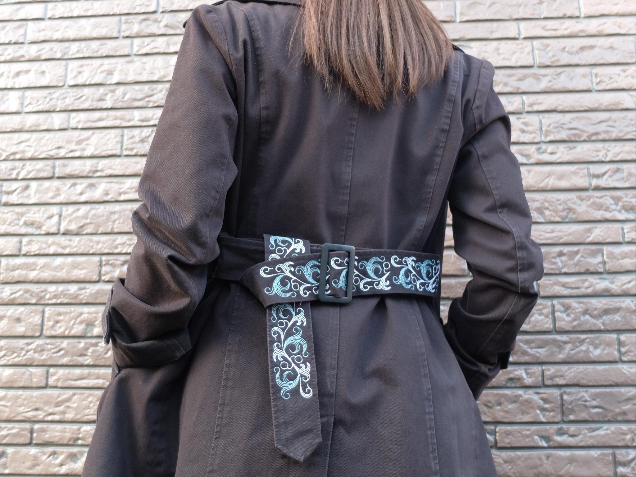 トレンチコート ベルト刺繍 アラベスク模様
