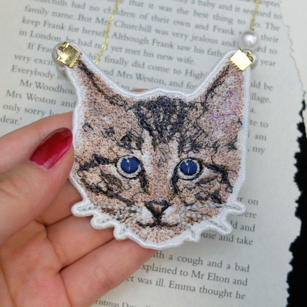 フォト刺繍 刺繍ネックレス 猫 青い目