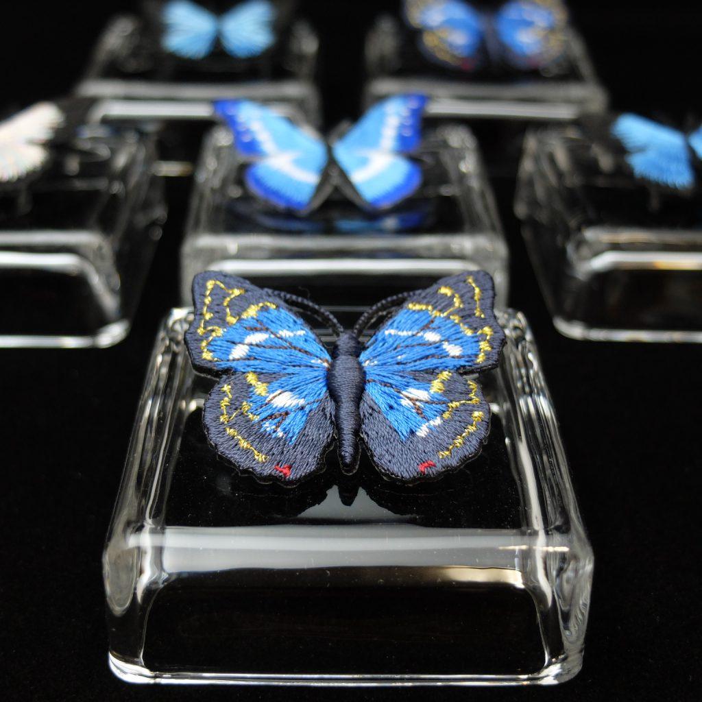 オオムラサキ 青い蝶 刺繍ブローチ