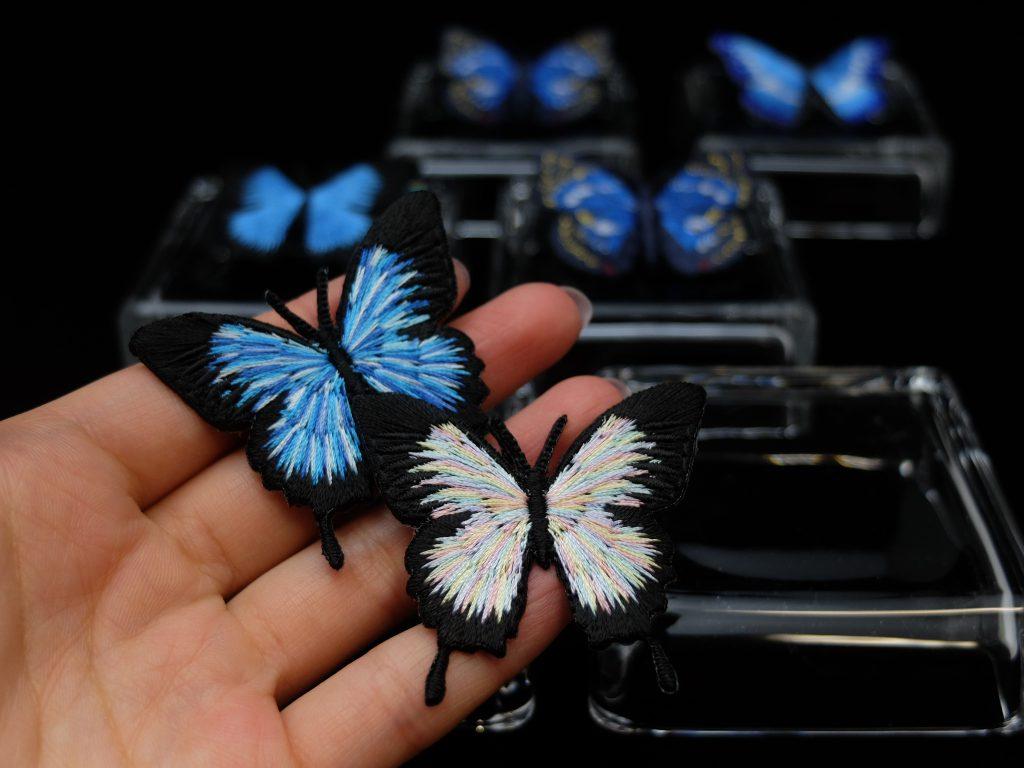 オオルリアゲハ 青い蝶 刺繍ブローチ 段染め糸