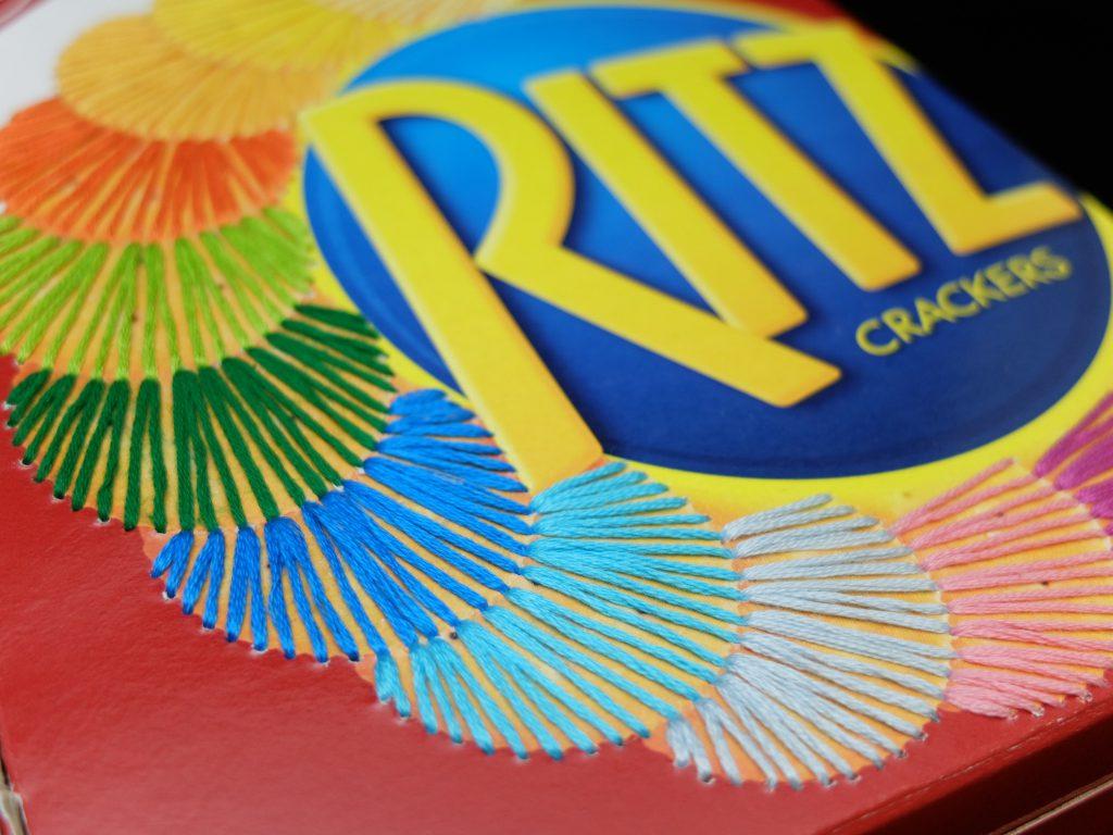 紙刺繍 手刺繍 ナビスコ リッツクラッカー お菓子の箱