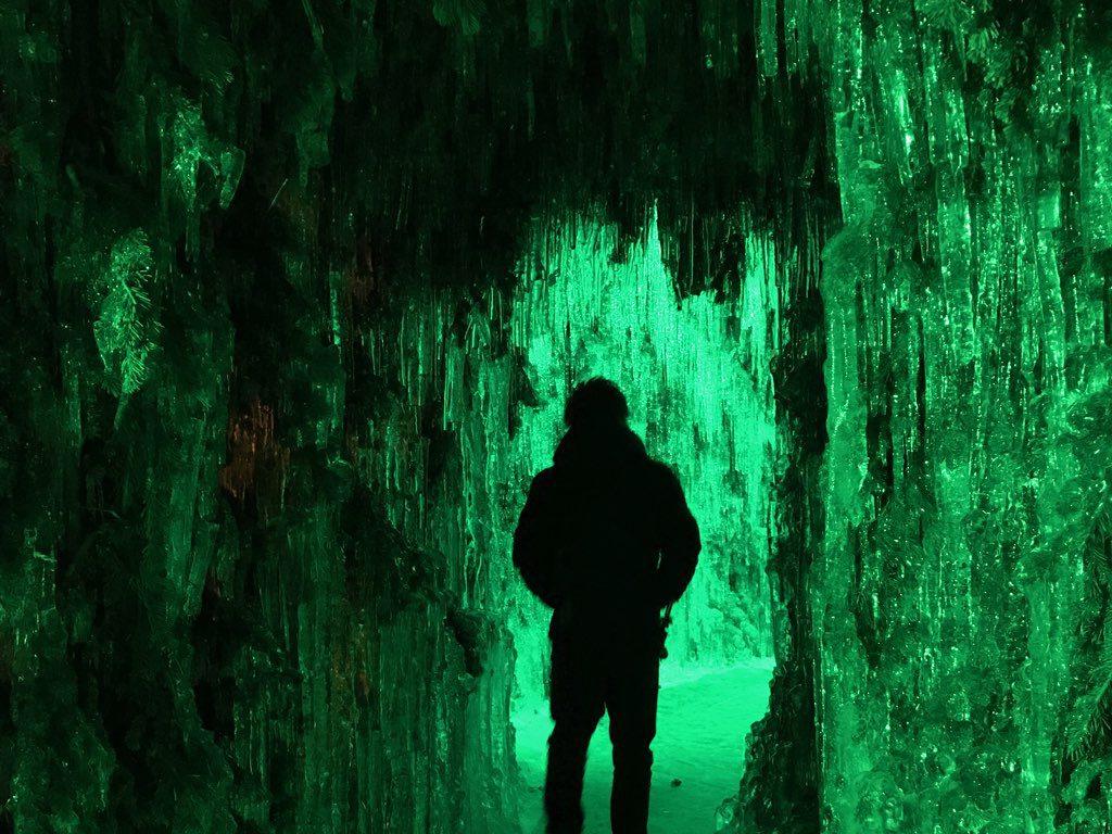 支笏湖 氷濤まつり 苔の洞門