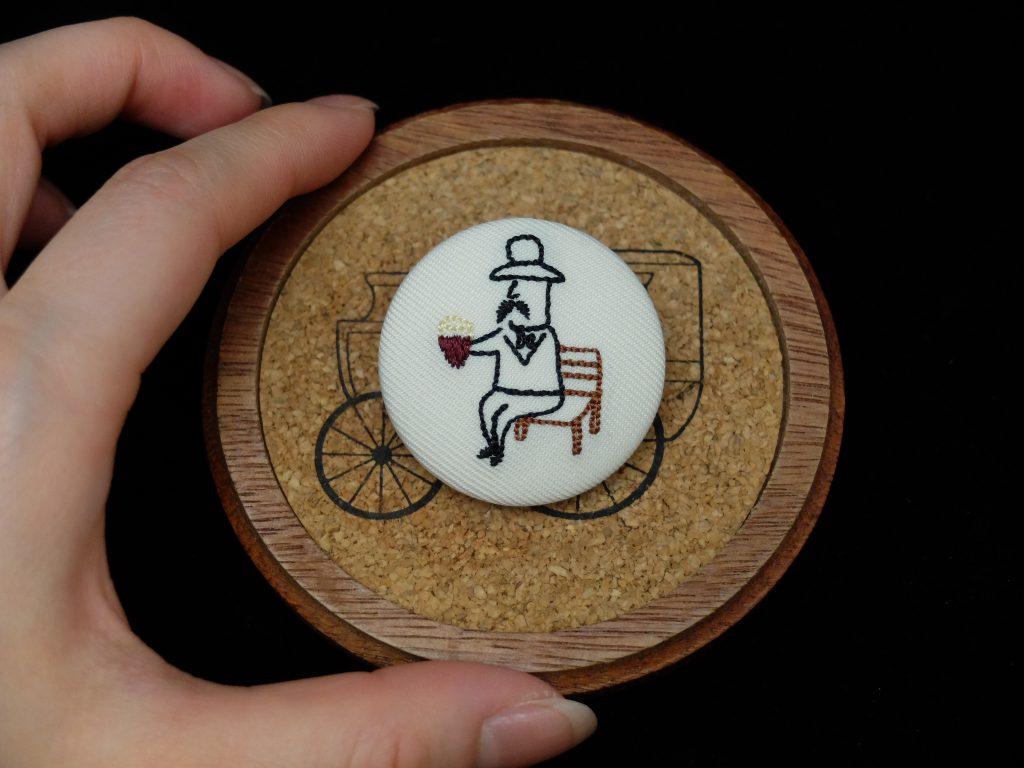 小さいおじさん 刺繍バッジ くるみボタン 焼き芋