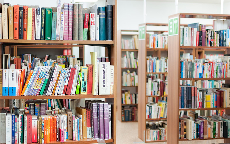 図書館 本棚