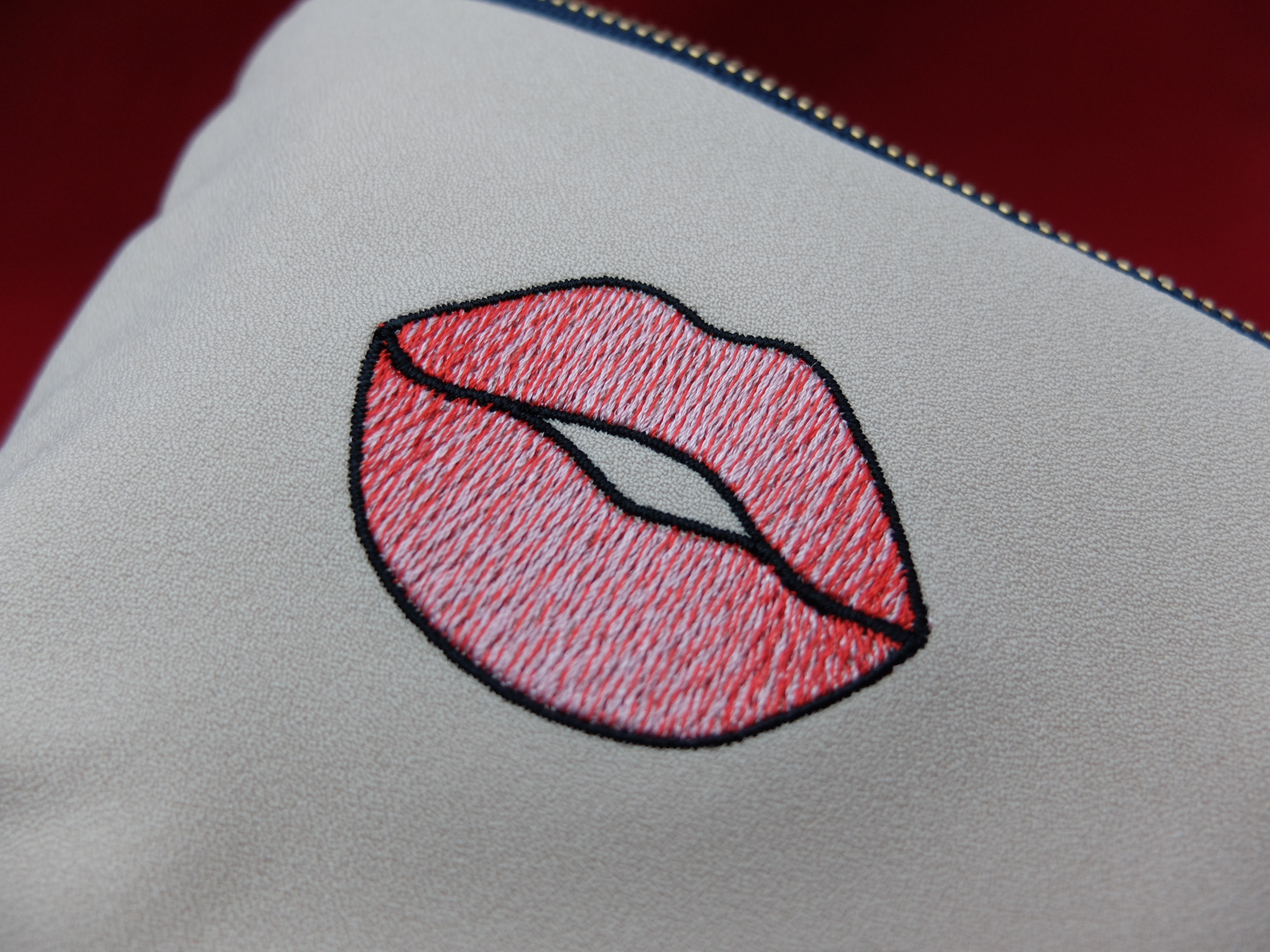 唇マーク キスマーク 刺繍ポーチ