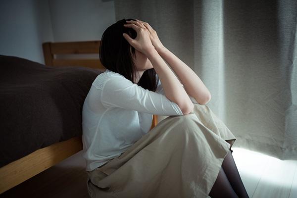 号泣 泣く女性