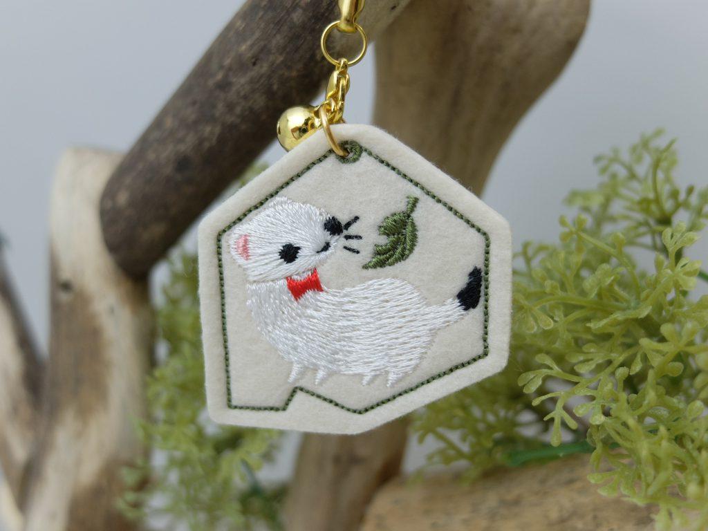 北海道の動物 刺繍ストラップ オコジョ