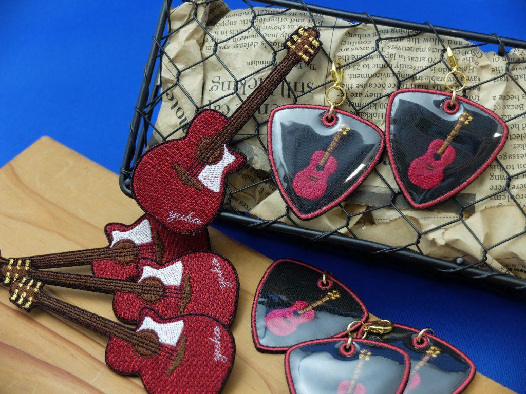 刺繍ブローチ ギター ピック