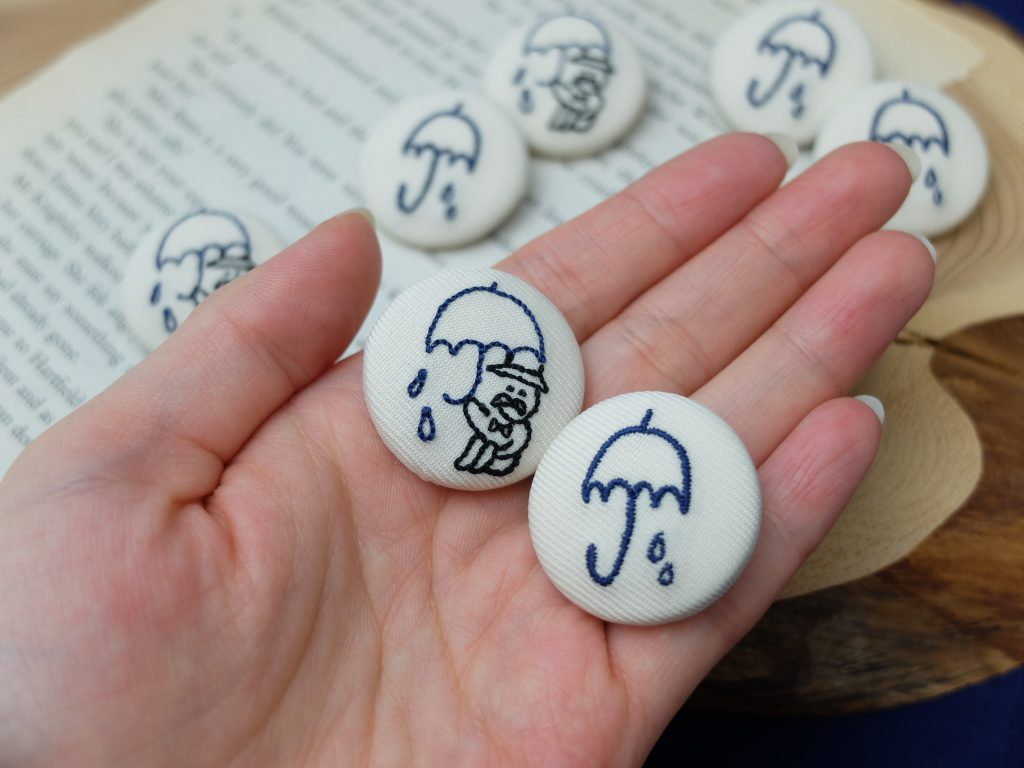 caferain 札幌カフェ ロゴ刺繍 くるみボタン