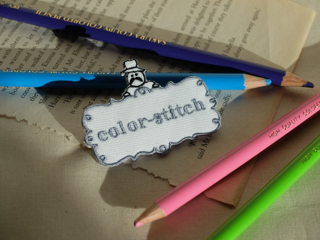 ロゴ刺繍 刺繍屋 colorstitch ブローチ