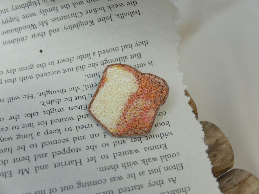 刺繍ブローチ フォト刺繍 食パン
