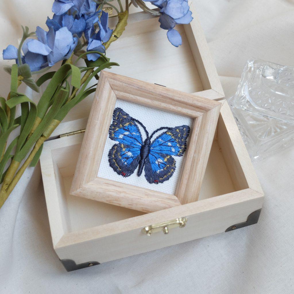 オオルリアゲハ 青い蝶 刺繍