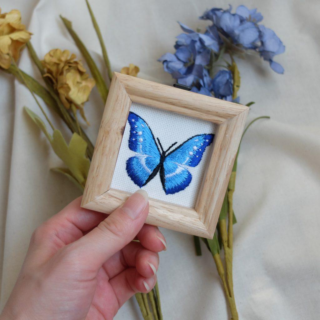 ヘレナモルフォ 青い蝶 刺繍