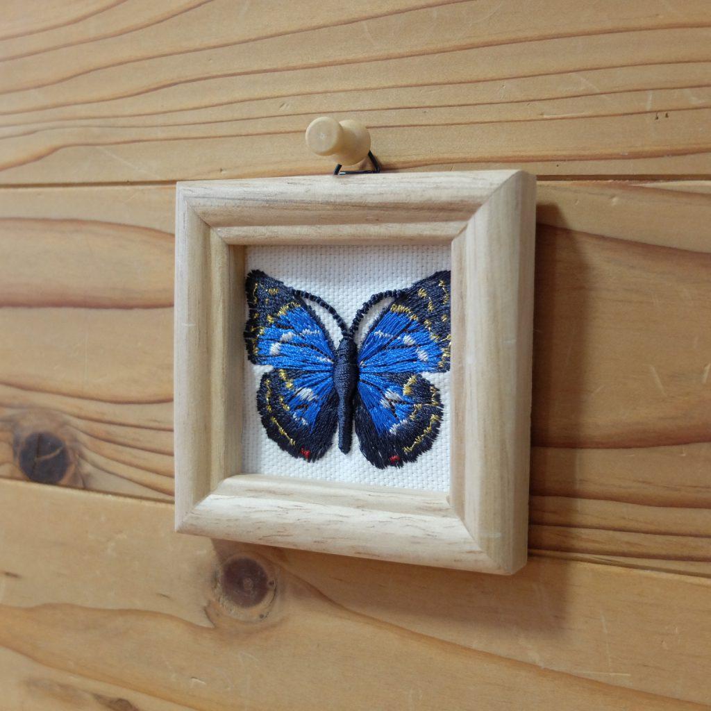 オオムラサキ 青い蝶 刺繍