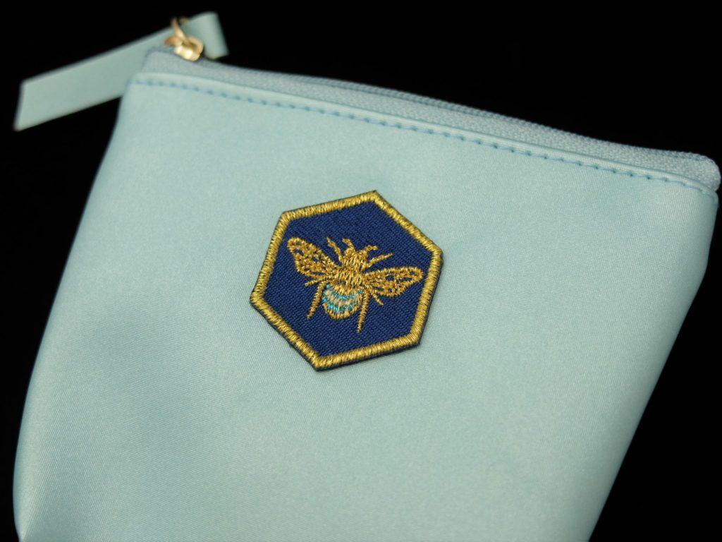 蜂 刺繍シール ポーチ
