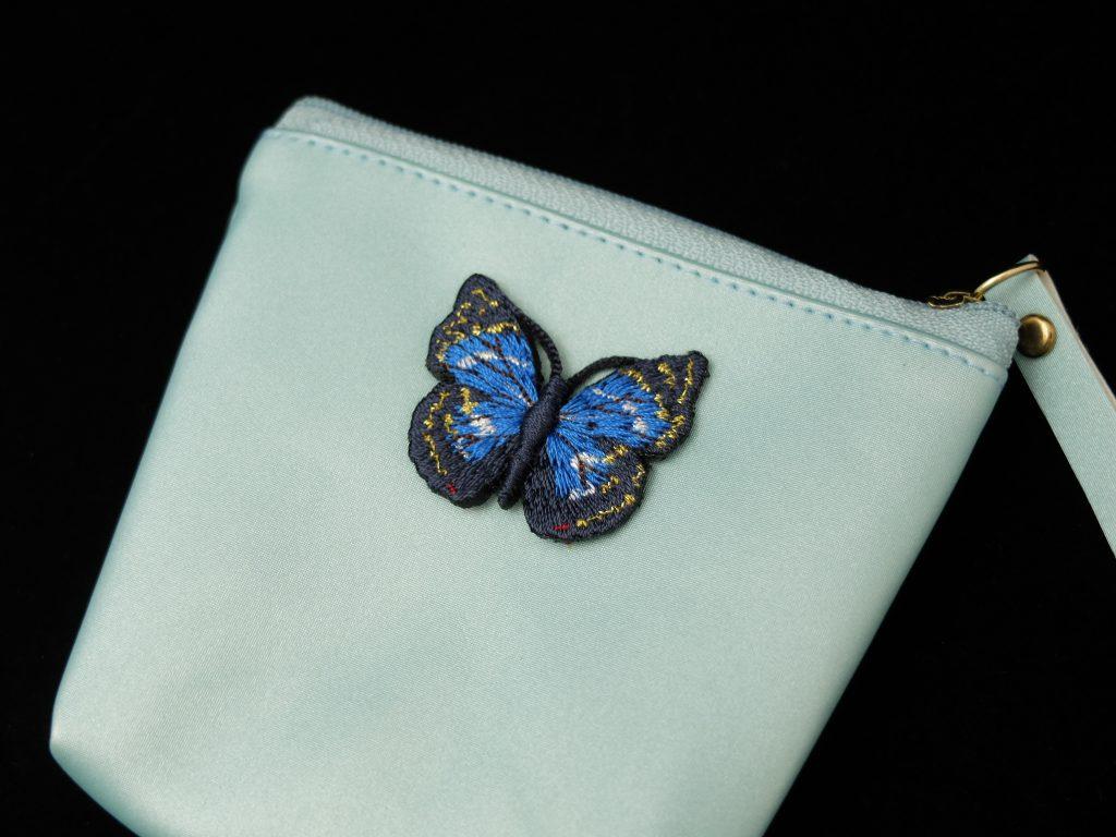 青い蝶 刺繍シール ポーチ